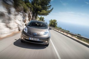 09-Nissan-LEAF-30-kWh-biedt-actieradius-tot-250-kilometer