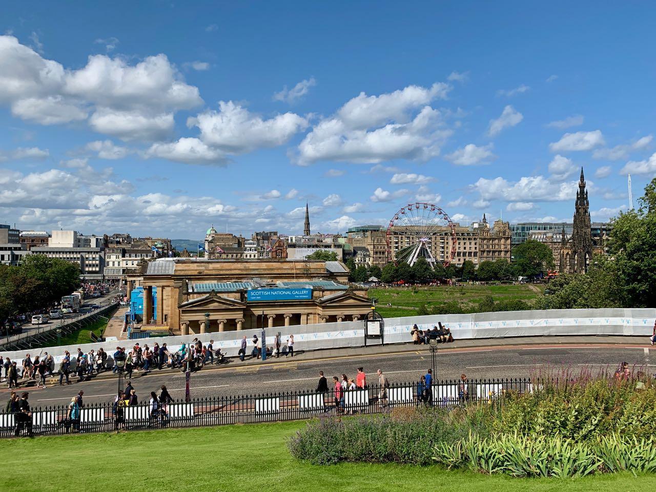 Uitzicht op de National Gallery in Edinburgh
