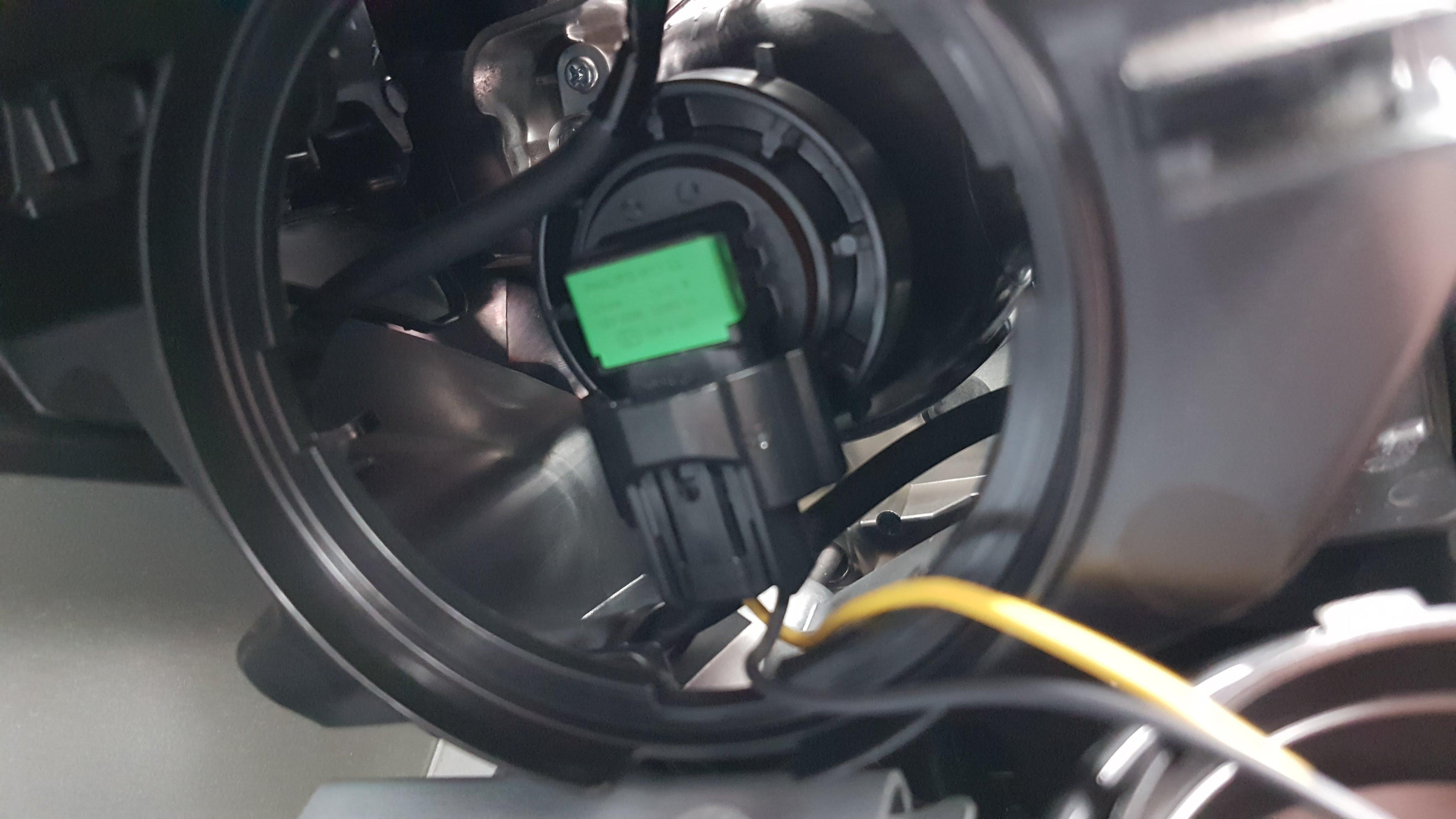 Welk type koplampen heeft de nieuwe Leaf? (H11) - NEC-\